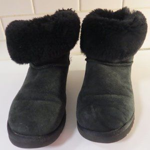 UGG boot with bow closure